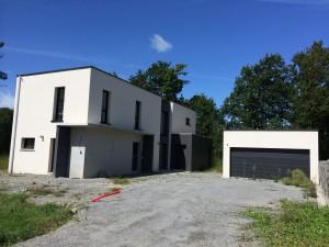 Vue de la façade avant de cette maison d'architecte construite à Missillac
